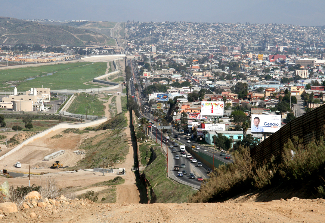 Cheek-by-jowl, the Mexican border town
