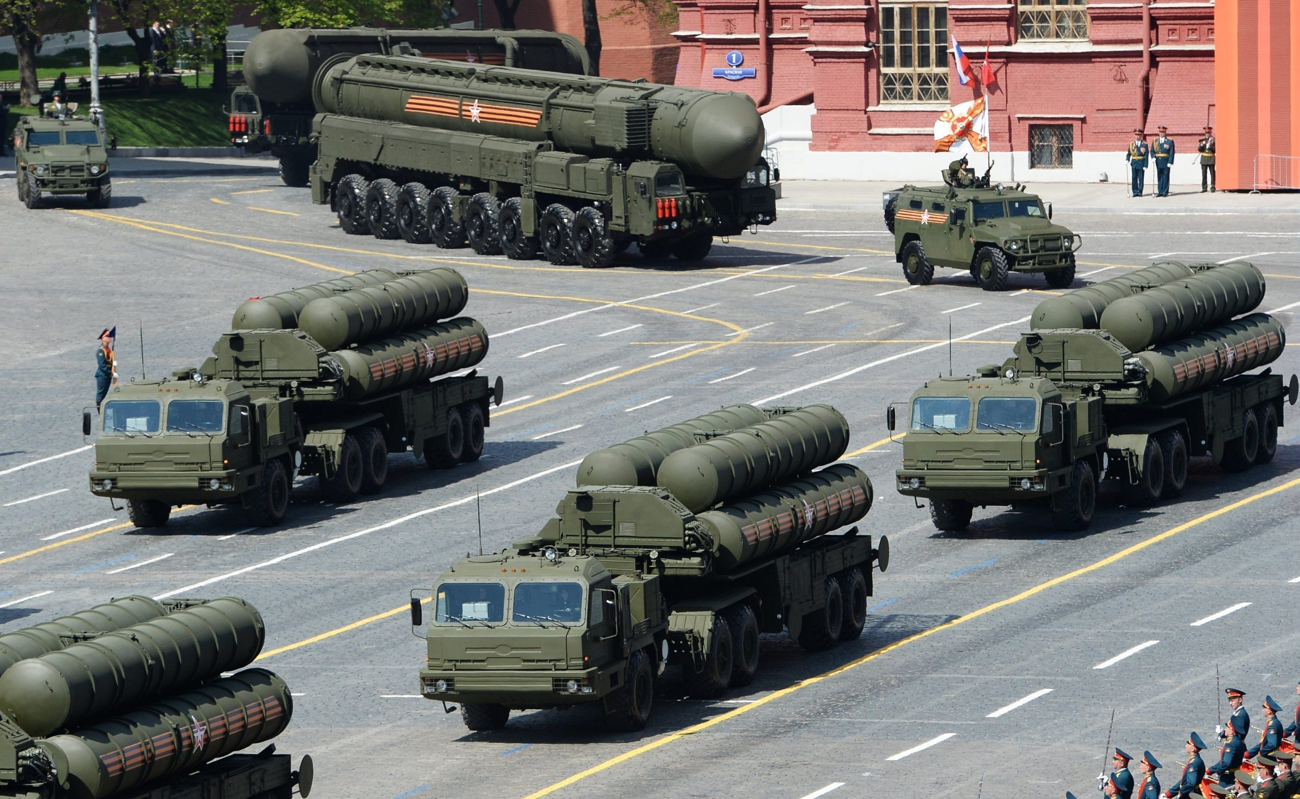 S-400 Triumf (SA-21 Growler) medium- and long-range surface-to-air missile systems